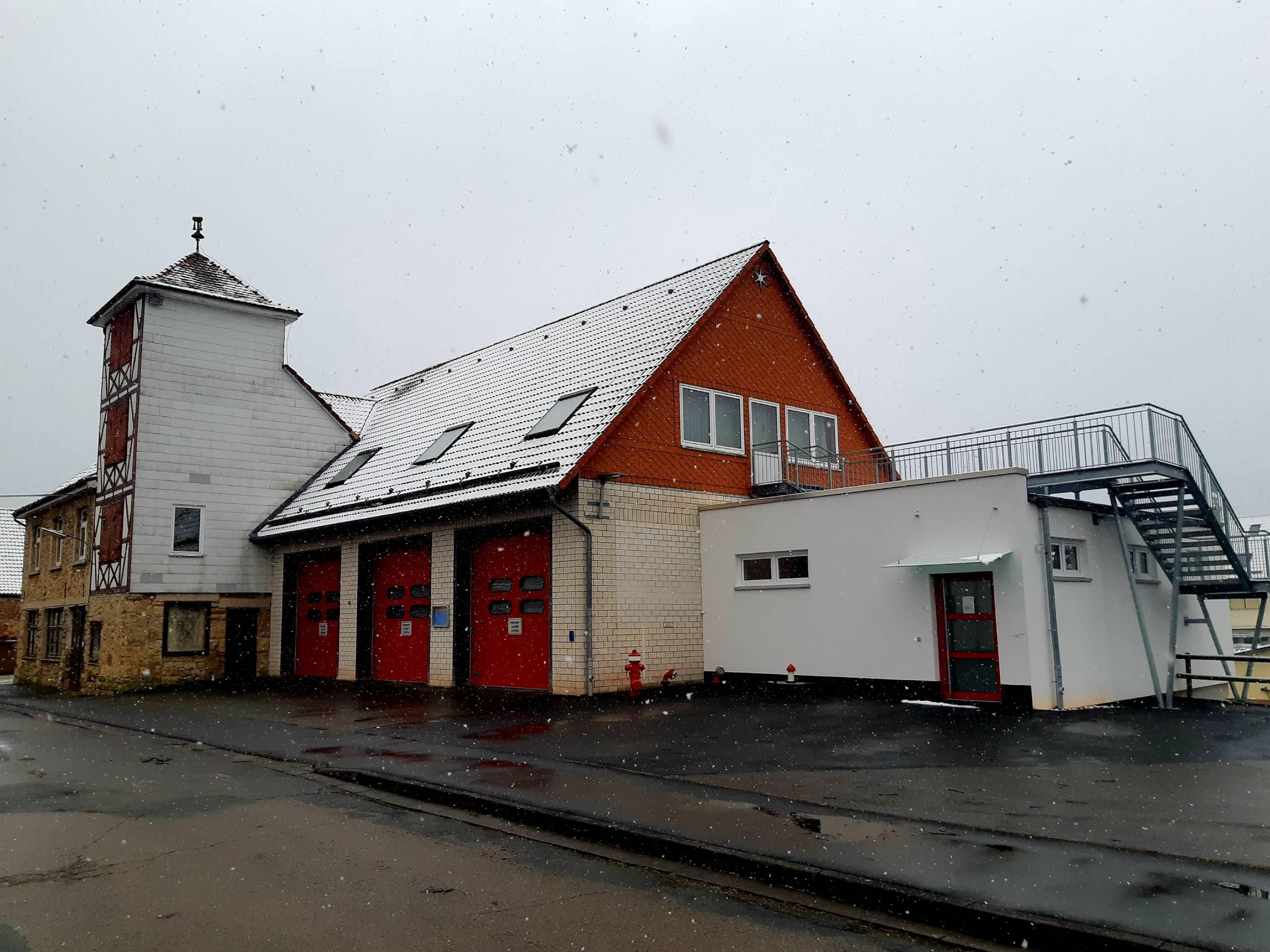 Fahrzeughalle mit Anbau Umkleider Feuerwehr Sachsenhausen