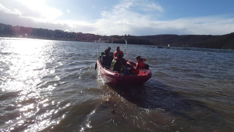Segelboot am Sinken, 2 Personen im Edersee