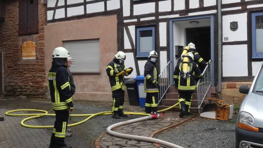 Brand Kamin, droht auf Wohnhaus überzugreifen