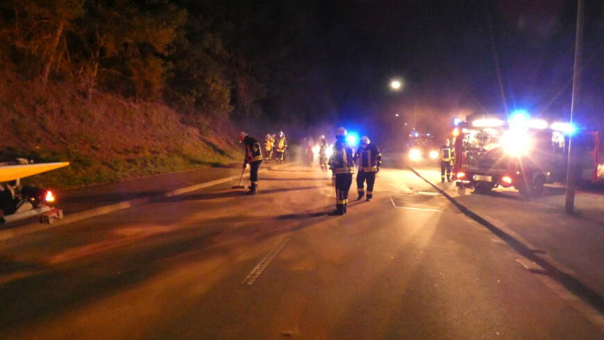 Betriebsstoffe aufnehmen nach Verkehrsunfall