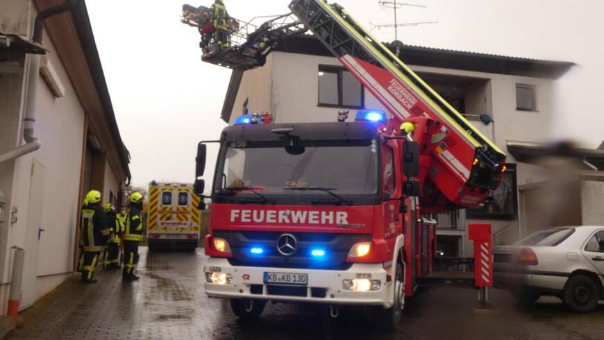 Unterstützung Rettungsdienst mit Drehleiter