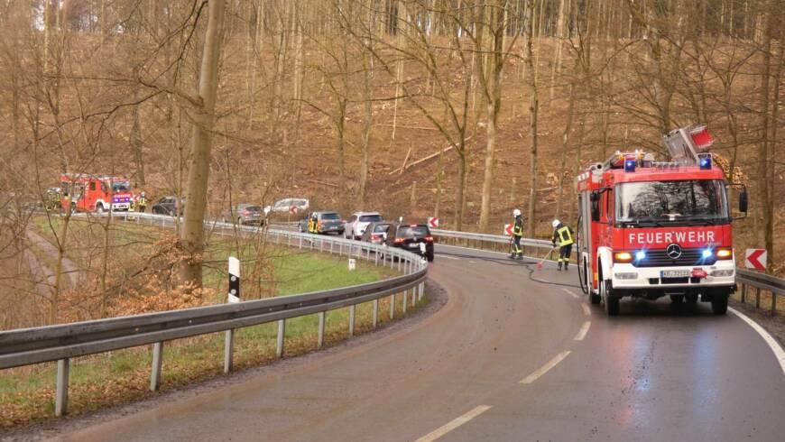 Verschmutzte Fahrbahn Bundesstraße