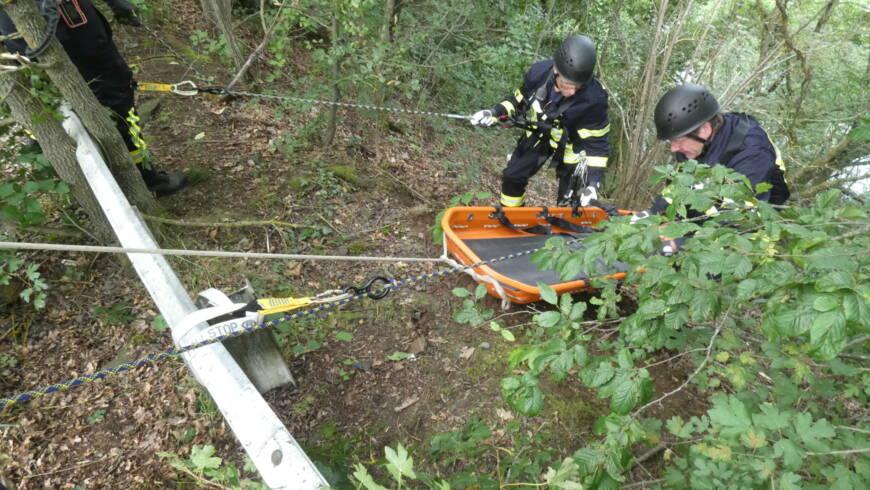 Steilhang-Rettungsübung des Absturzsicherungsteams am Edersee